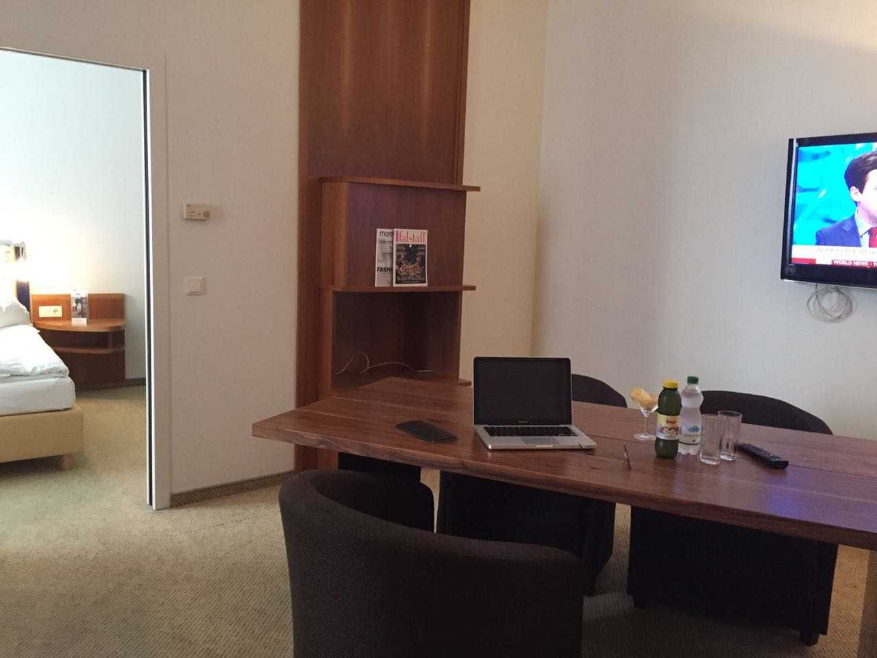 Business Suite Salzgries - Arbeitsbereich 2